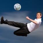 Geschäftsmann beim Fußball